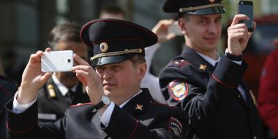 Почему московской полиции запретили пользоваться соцсетями и мессенджерами