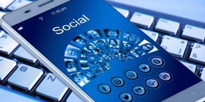 Почему российские власти хотят приравнять соцсети к операторам связи